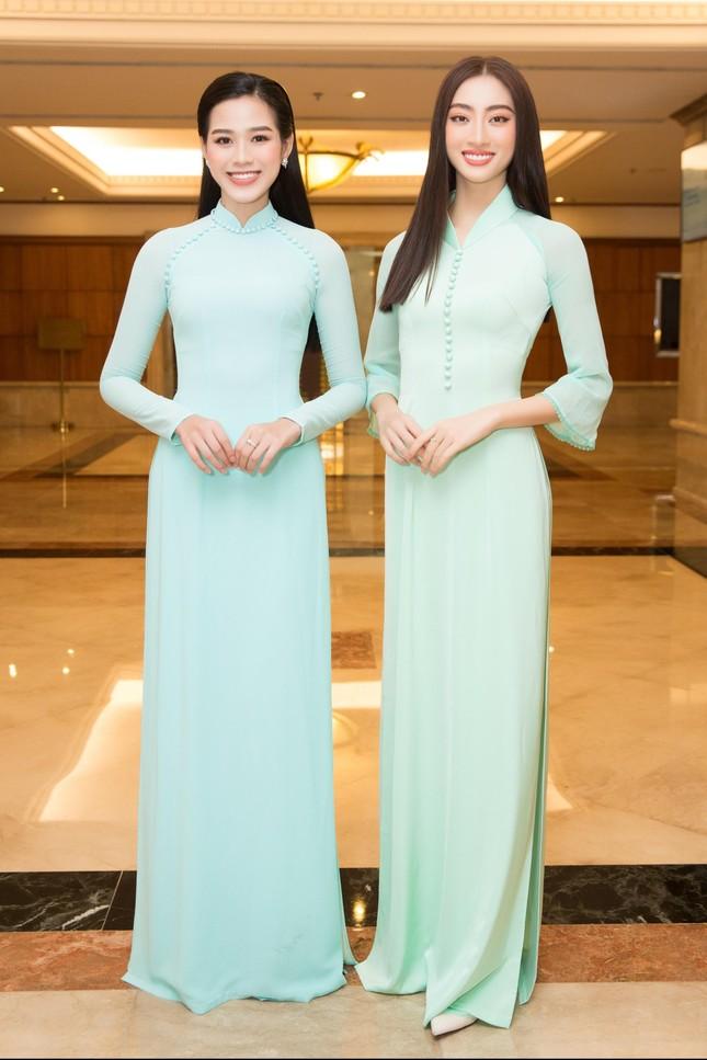Hoa hậu Đỗ Thị Hà đẹp dịu dàng sánh vai cùng dàn hậu 'đỉnh cao' ảnh 12