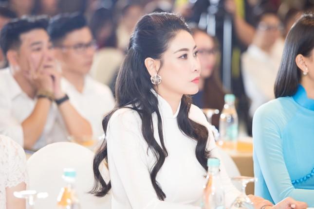 Hoa hậu Đỗ Thị Hà đẹp dịu dàng sánh vai cùng dàn hậu 'đỉnh cao' ảnh 4
