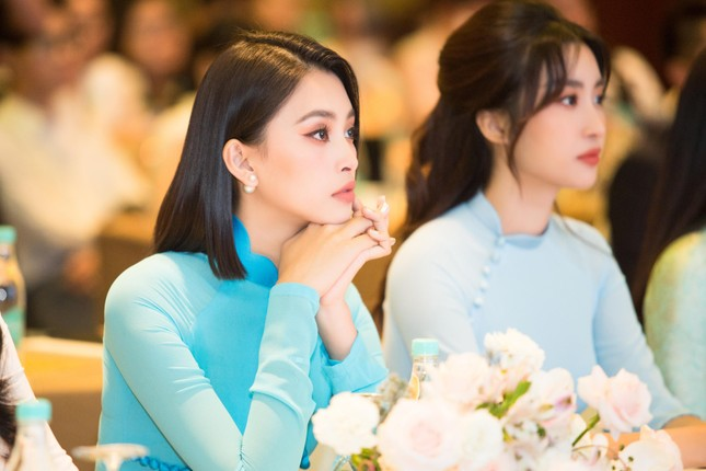 Hoa hậu Đỗ Thị Hà đẹp dịu dàng sánh vai cùng dàn hậu 'đỉnh cao' ảnh 6