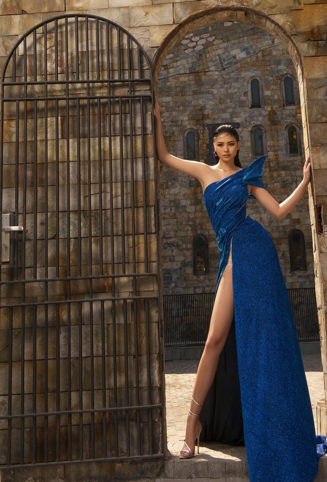 Người đẹp Biển Đào Thị Hà diện váy xẻ cao khoe chân dài miên man ảnh 4