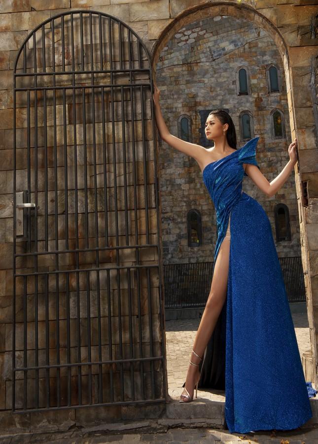 Người đẹp Biển Đào Thị Hà diện váy xẻ cao khoe chân dài miên man ảnh 3