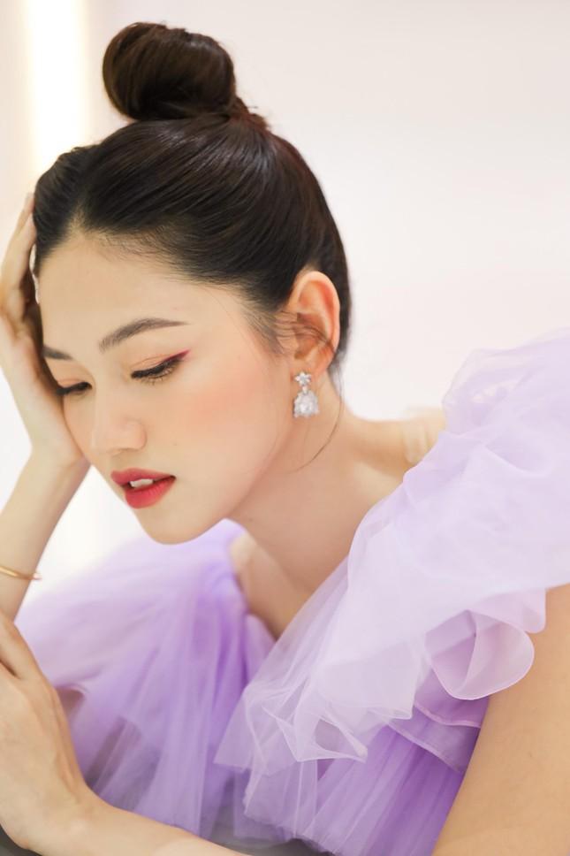 Á hậu Thanh Tú hóa công chúa ngọt ngào trong tiệc sinh nhật lần thứ 27 ảnh 3