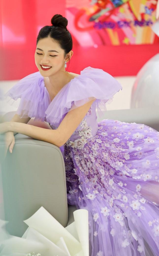 Á hậu Thanh Tú hóa công chúa ngọt ngào trong tiệc sinh nhật lần thứ 27 ảnh 2