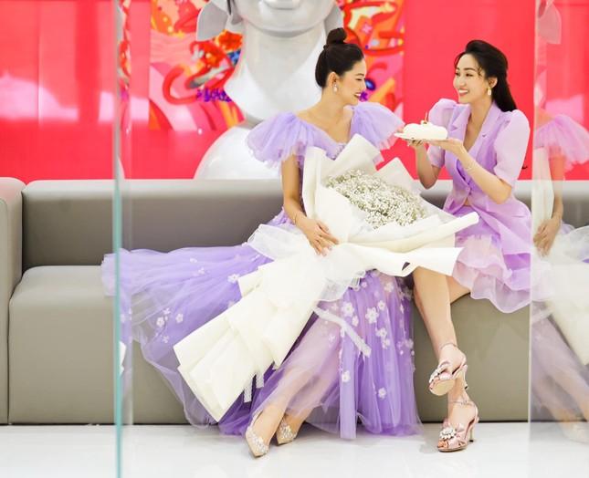 Á hậu Thanh Tú hóa công chúa ngọt ngào trong tiệc sinh nhật lần thứ 27 ảnh 7