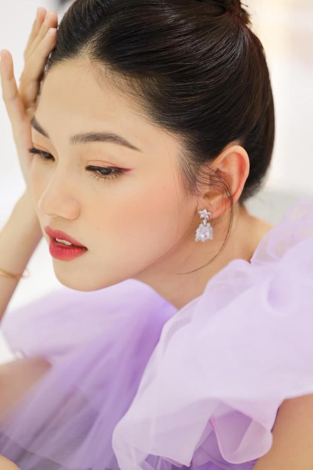 Á hậu Thanh Tú hóa công chúa ngọt ngào trong tiệc sinh nhật lần thứ 27 ảnh 1