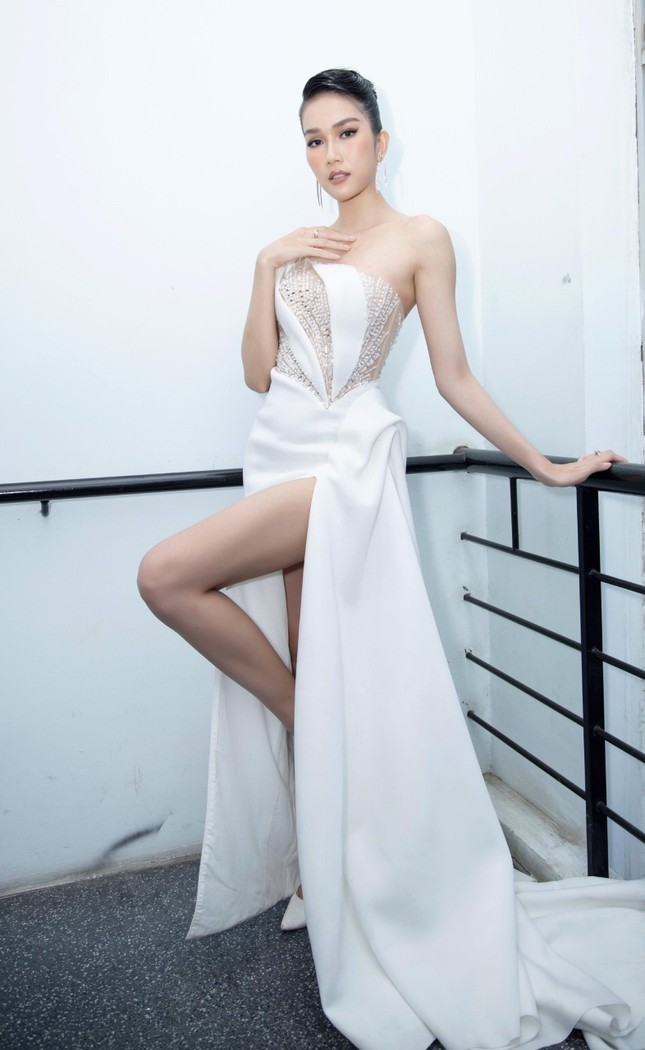 Á hậu Phương Anh diện váy xuyên thấu, gợi cảm khó cưỡng ảnh 8