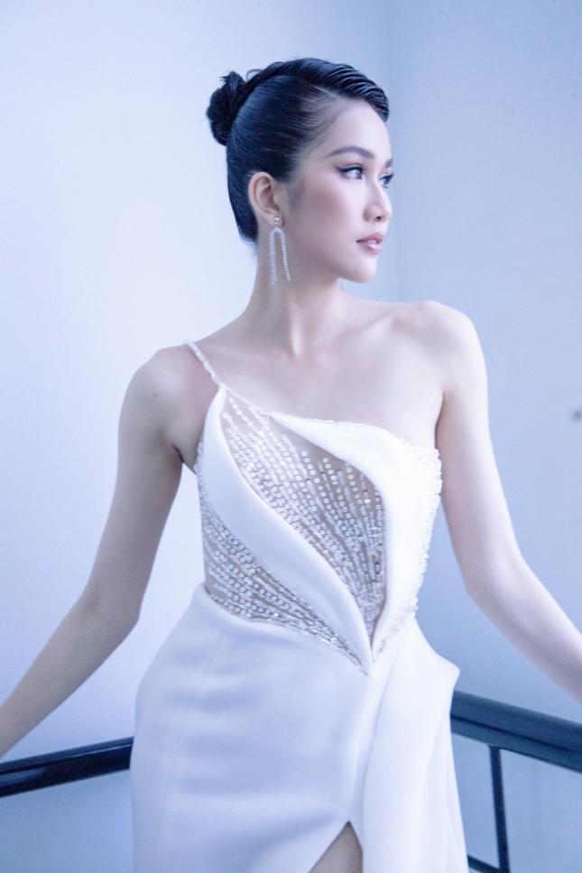 Á hậu Phương Anh diện váy xuyên thấu, gợi cảm khó cưỡng ảnh 6