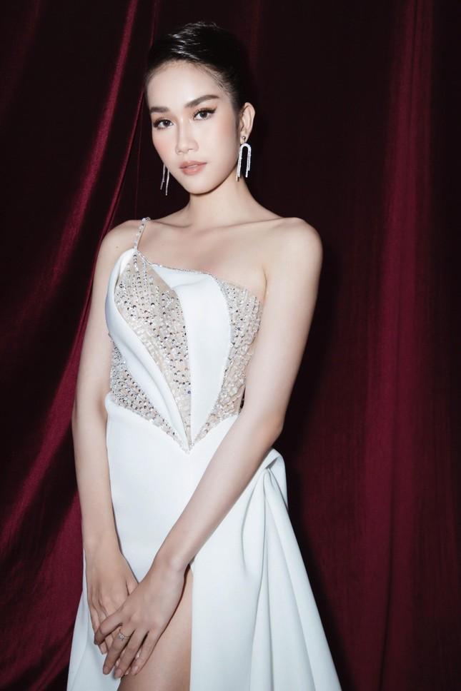 Á hậu Phương Anh diện váy xuyên thấu, gợi cảm khó cưỡng ảnh 2