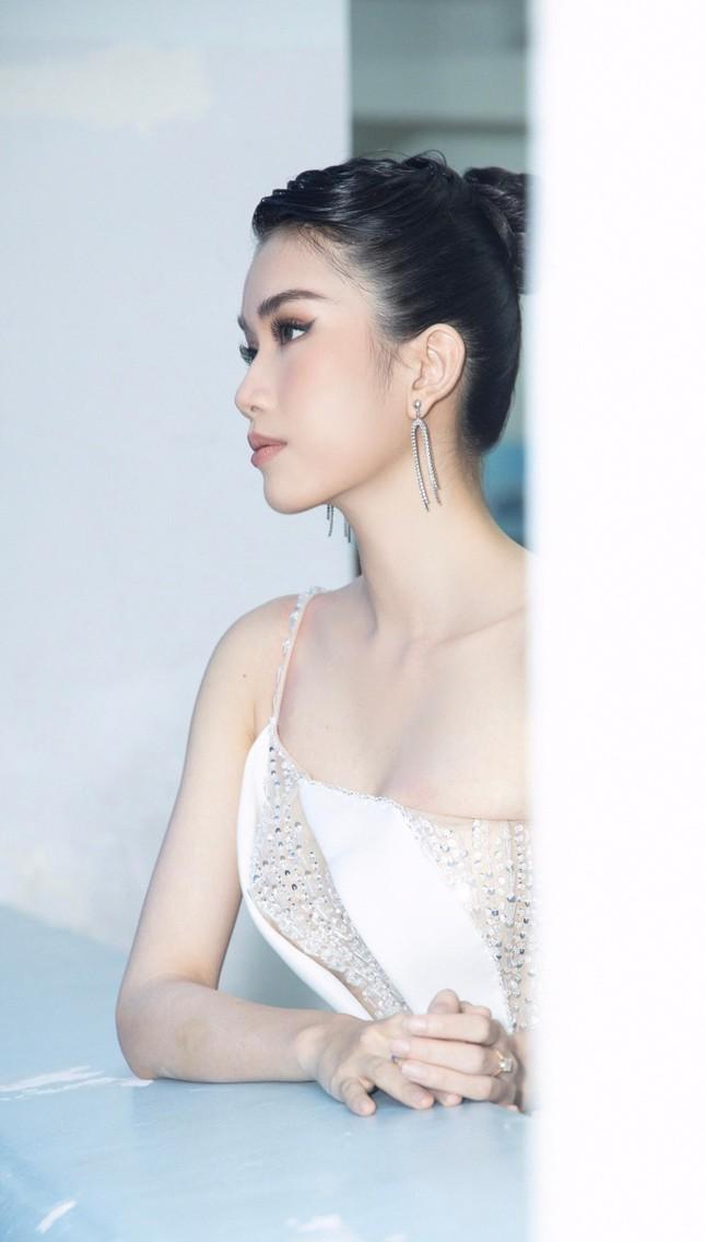 Á hậu Phương Anh diện váy xuyên thấu, gợi cảm khó cưỡng ảnh 5