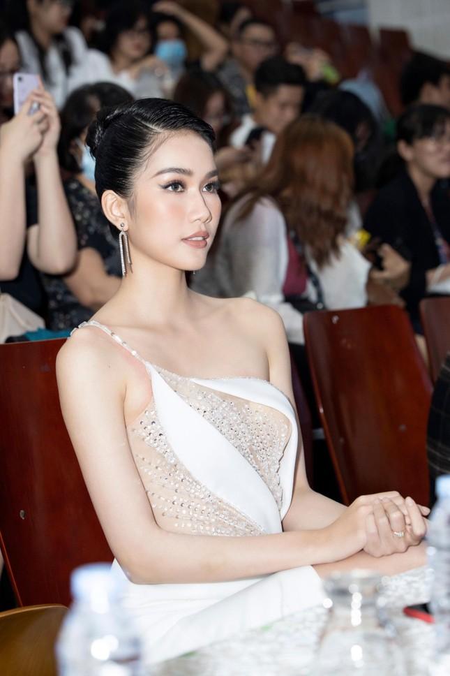 Á hậu Phương Anh diện váy xuyên thấu, gợi cảm khó cưỡng ảnh 4