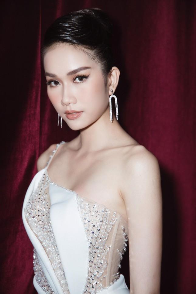 Á hậu Phương Anh diện váy xuyên thấu, gợi cảm khó cưỡng ảnh 1