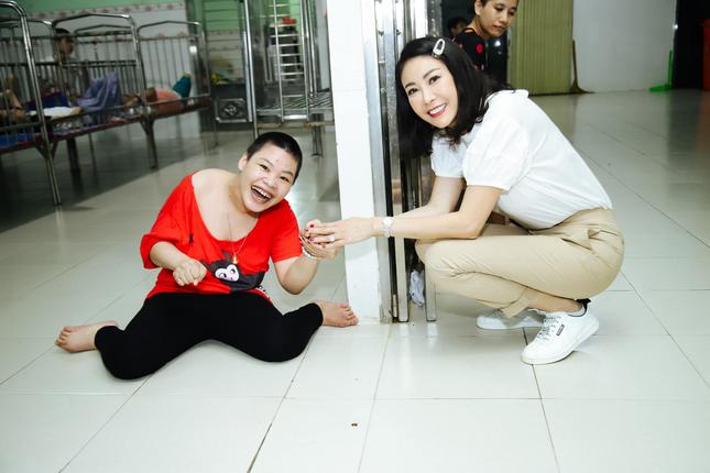 Hoa hậu Hà Kiều Anh đồng hành cùng CLB 'Suối mát từ tâm' ảnh 3