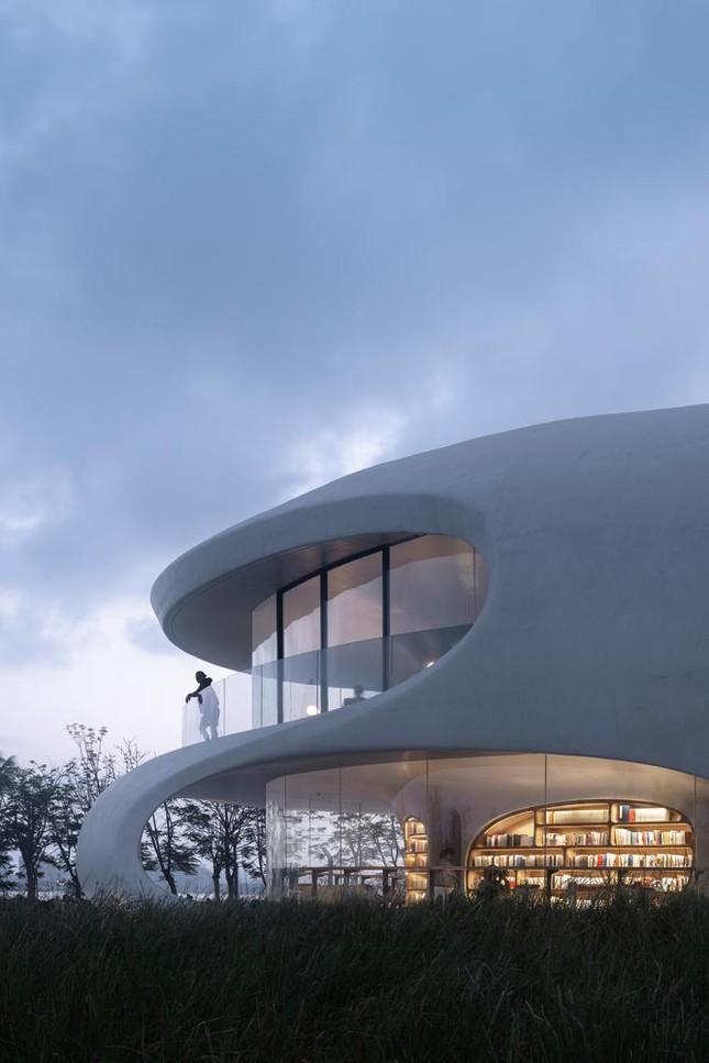 Thư viện nằm bên bờ biển có cấu trúc độc lạ, có một không hai ảnh 2