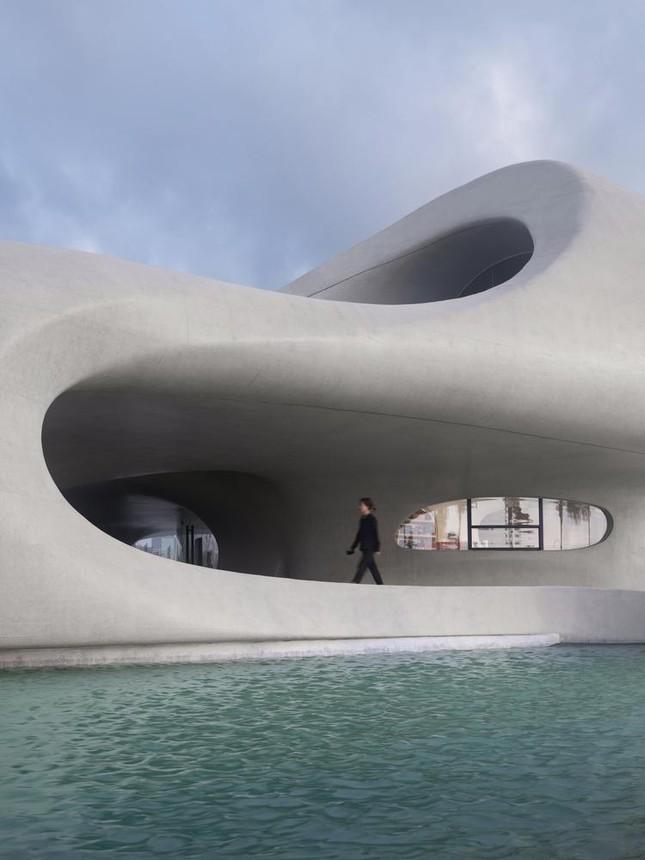 Thư viện nằm bên bờ biển có cấu trúc độc lạ, có một không hai ảnh 3