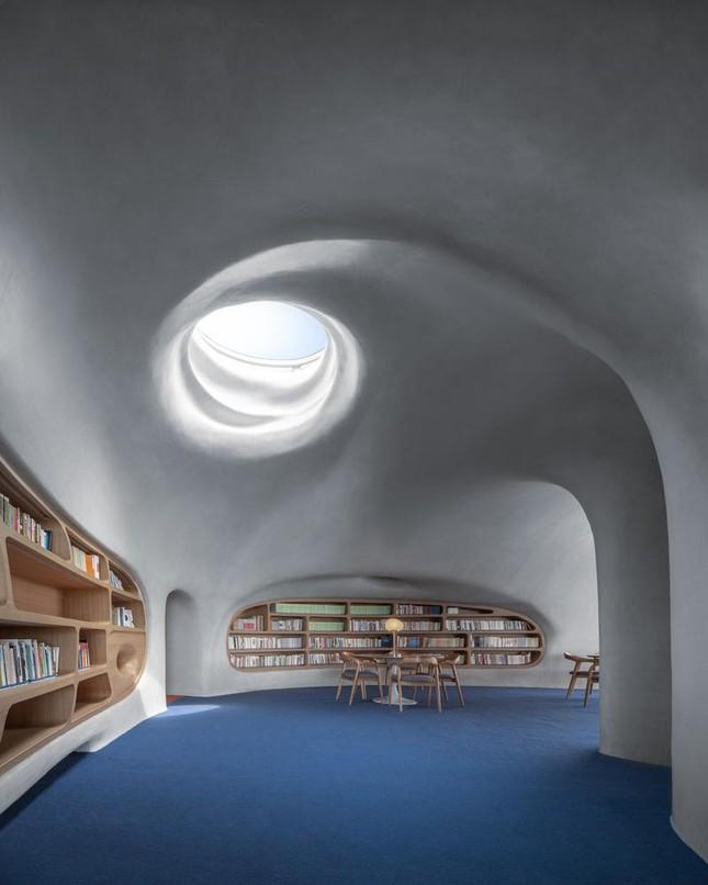 Thư viện nằm bên bờ biển có cấu trúc độc lạ, có một không hai ảnh 10