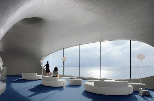 Thư viện nằm bên bờ biển có cấu trúc độc lạ, có một không hai ảnh 9