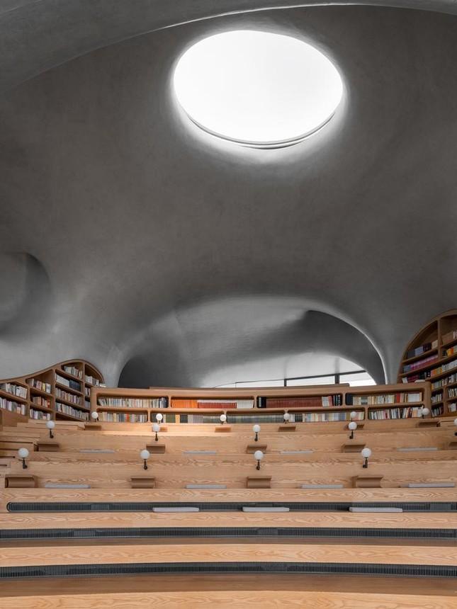 Thư viện nằm bên bờ biển có cấu trúc độc lạ, có một không hai ảnh 8