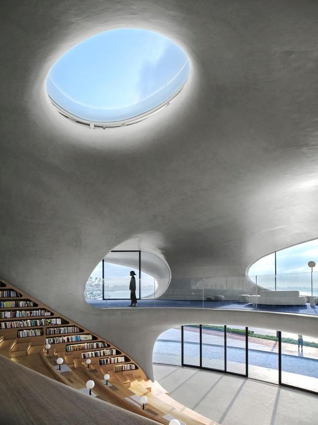Thư viện nằm bên bờ biển có cấu trúc độc lạ, có một không hai ảnh 5