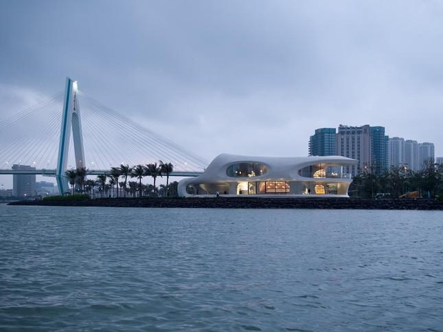 Thư viện nằm bên bờ biển có cấu trúc độc lạ, có một không hai ảnh 17