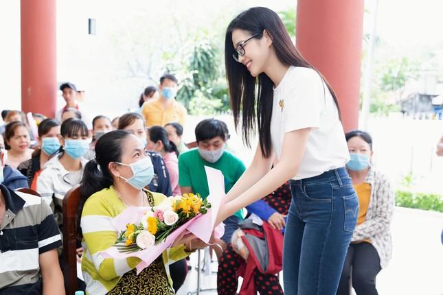 Hoa hậu Đỗ Thị Hà: 'Cả nước đồng lòng thì chúng ta nhất định sẽ chiến thắng đại dịch' ảnh 1