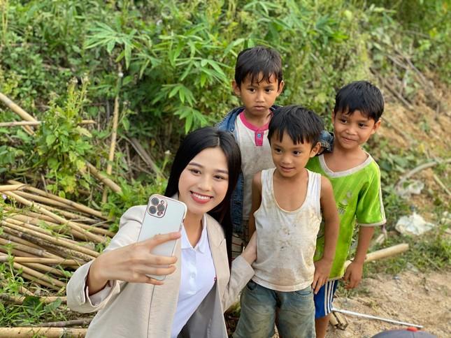 Hoa hậu Đỗ Thị Hà: 'Cả nước đồng lòng thì chúng ta nhất định sẽ chiến thắng đại dịch' ảnh 4