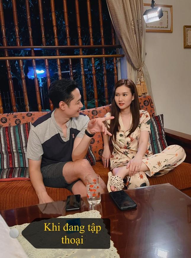 Hương Giang gây tò mò khi làm vợ của Hải Bóng bẩy trong 'Mùa hoa tìm lại' ảnh 3