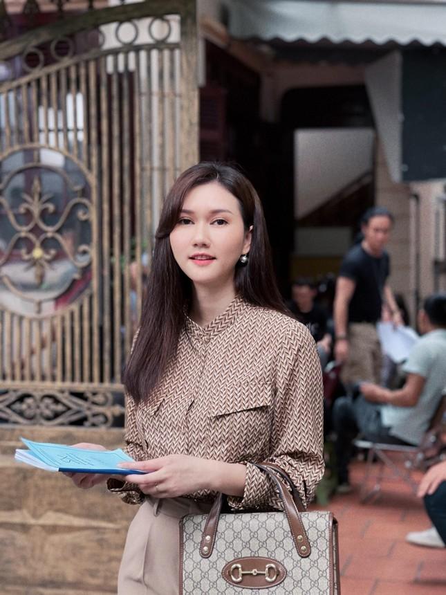 Hương Giang gây tò mò khi làm vợ của Hải Bóng bẩy trong 'Mùa hoa tìm lại' ảnh 2