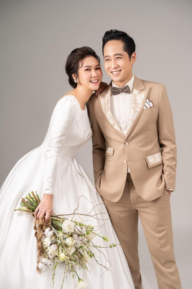 Hương Giang gây tò mò khi làm vợ của Hải Bóng bẩy trong 'Mùa hoa tìm lại' ảnh 1