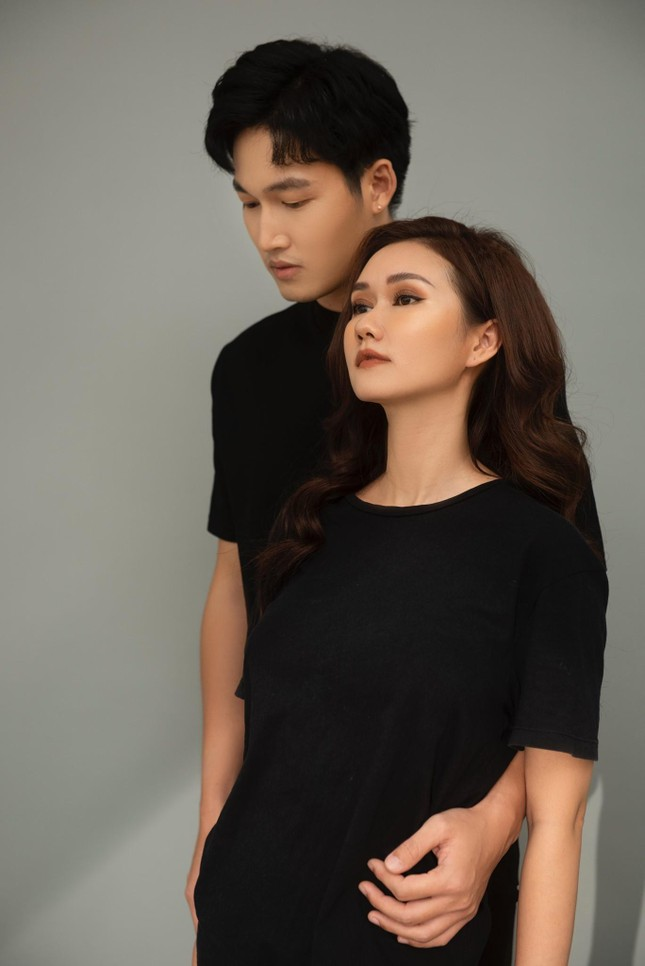 Hương Giang gây tò mò khi làm vợ của Hải Bóng bẩy trong 'Mùa hoa tìm lại' ảnh 5