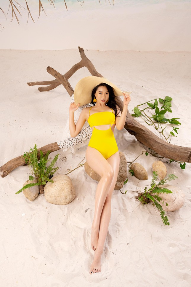 Lần hiếm hoi người đẹp biển Nguyễn Hoàng Bảo Châu khoe ảnh bikini cực gợi cảm ảnh 2