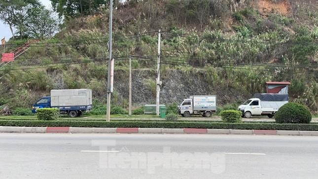 Xử lý người đàn ông xích con vào cột điện bêu ven đường ở Lạng Sơn ảnh 1