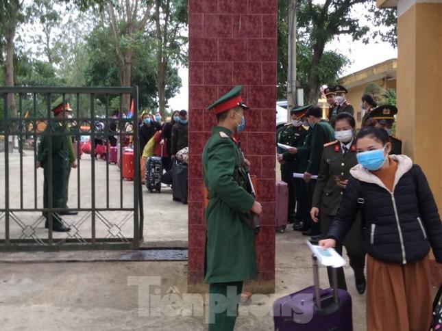 Hết thời hạn, 120 người rời khu cách ly Quân đội ở Lạng Sơn ảnh 12