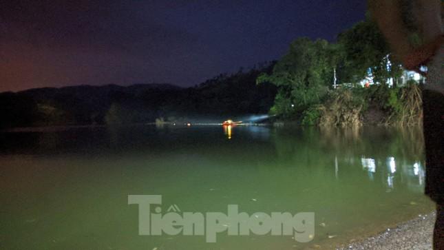 Lạng Sơn: Thâu đêm tìm người mất tích ở đập Nà Tâm ảnh 1