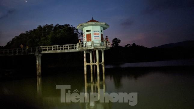 Lạng Sơn: Thâu đêm tìm người mất tích ở đập Nà Tâm ảnh 3