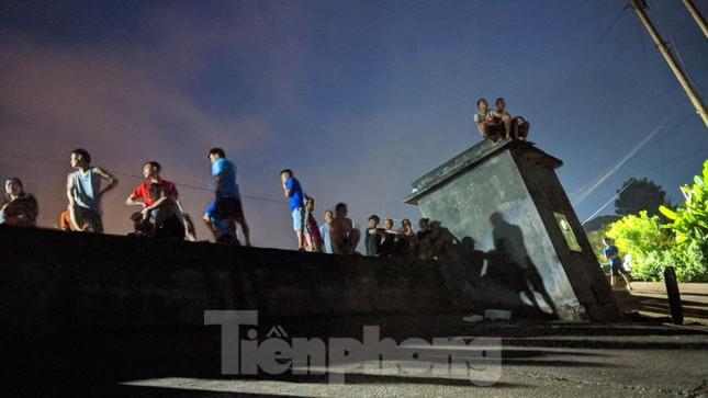 Lạng Sơn: Thâu đêm tìm người mất tích ở đập Nà Tâm ảnh 5