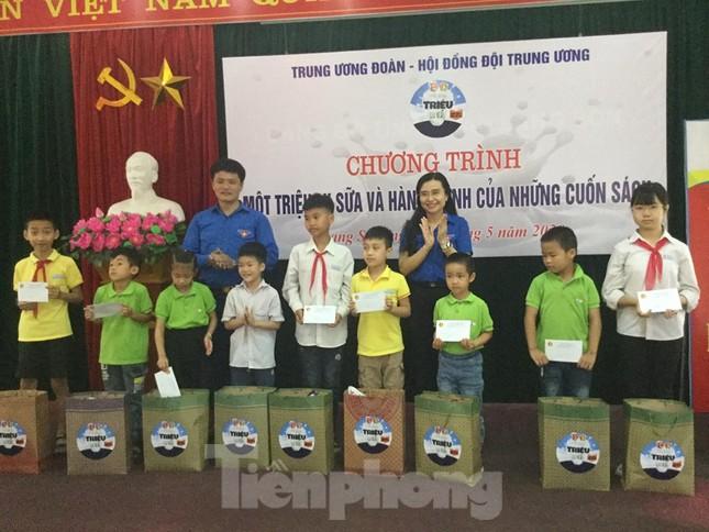 Trung ương Đoàn-Hội đồng Đội TƯ tặng quà hỗ trợ thiếu nhi Lạng Sơn ảnh 2