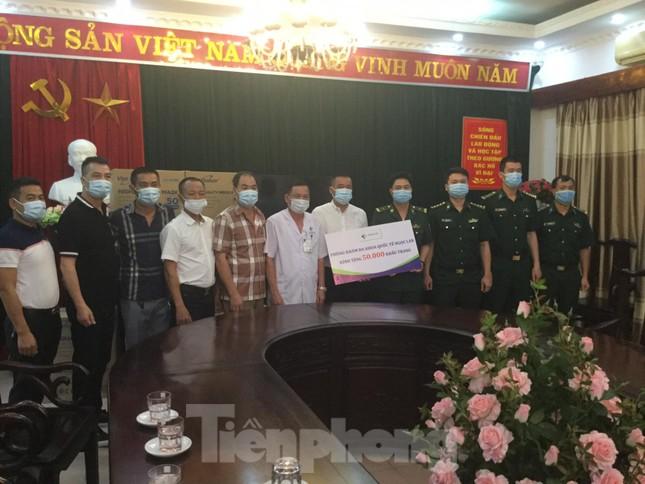 Trao tặng 50.000 khẩu trang cho bộ đội Lạng Sơn ảnh 1