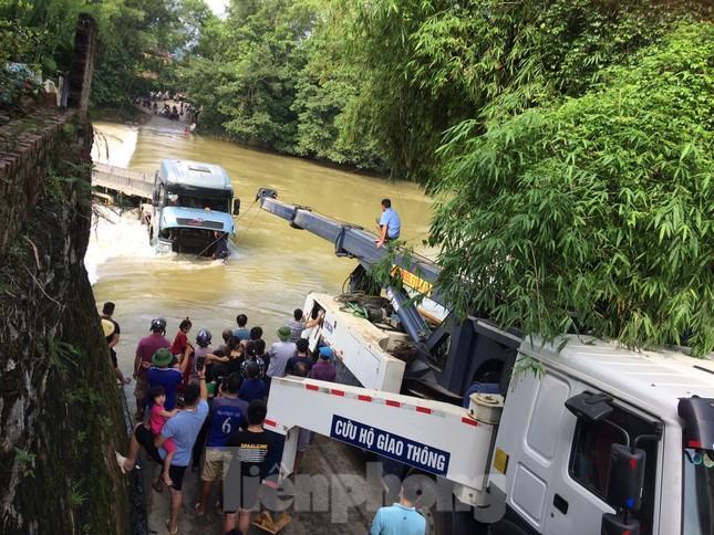 Cao Bằng: Ô tô bị nước bủa vây, cuốn trôi khi qua đập tràn ảnh 2