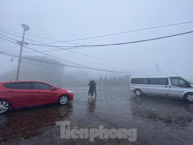 Băng tuyết phủ trắng Mẫu Sơn, hàng trăm người đổ lên xem gây tắc đường ảnh 7
