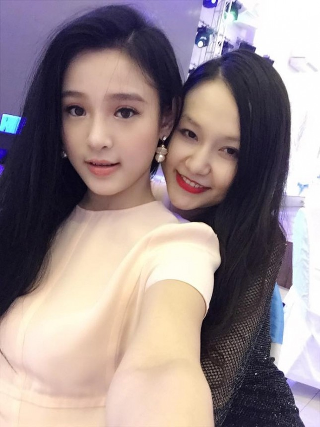 Hot girl Hà thành xinh tươi dự đầy tháng con trai Tuấn Hưng - Ảnh 3