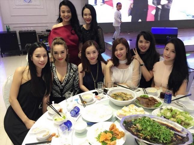 Hot girl Hà thành xinh tươi dự đầy tháng con trai Tuấn Hưng - Ảnh 6