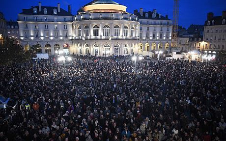 Nghi can 18 tuổi vụ thảm sát tòa soạn Pháp đầu hàng ảnh 27