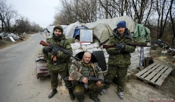 Quân ly khai ở gần sân bay Donetsk.