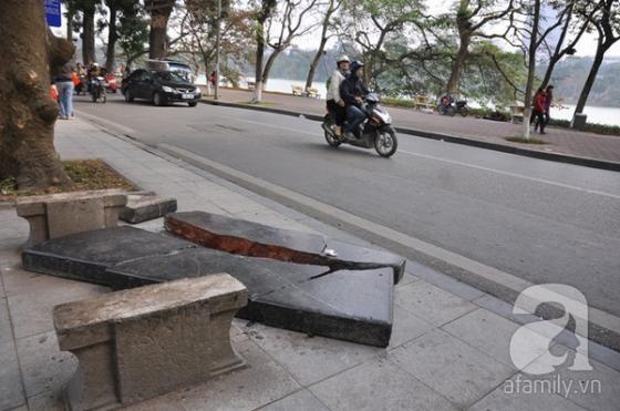 Ghế đá trăm tuổi tại Hồ Gươm bị xe tông vỡ nát ảnh 9