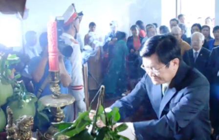 Chủ tịch nước Trương Tấn Sang dâng hương Chủ tịch Hồ Chí Minh