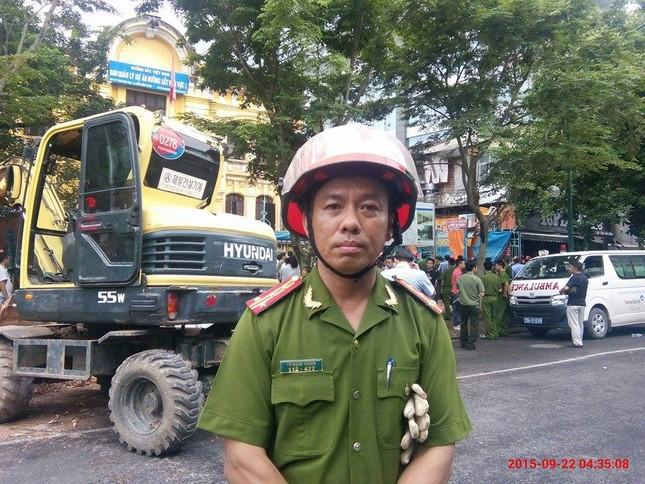 Sập nhà cũ ở Hà Nội, hai người tử vong dưới đống đổ nát ảnh 48