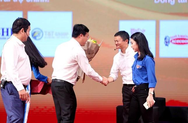 Tỷ phú Jack Ma chúc giới trẻ Việt Nam luôn tiến về phía trước ảnh 30