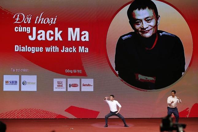 Tỷ phú Jack Ma chúc giới trẻ Việt Nam luôn tiến về phía trước ảnh 20