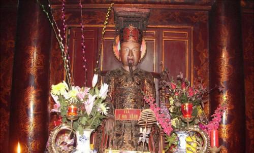 Để tạm thời hòa hoãn tránh chiến tranh với Nhà Tống, Lê Hoàn mấy lần đưa sứ giả sang Trung Quốc?