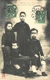 Trong thời gian bị lưu đày, vua Duy Tân đã lấy một phụ nữ gốc Pháp và sinh được 4 người con. Điều này đúng hay sai?
